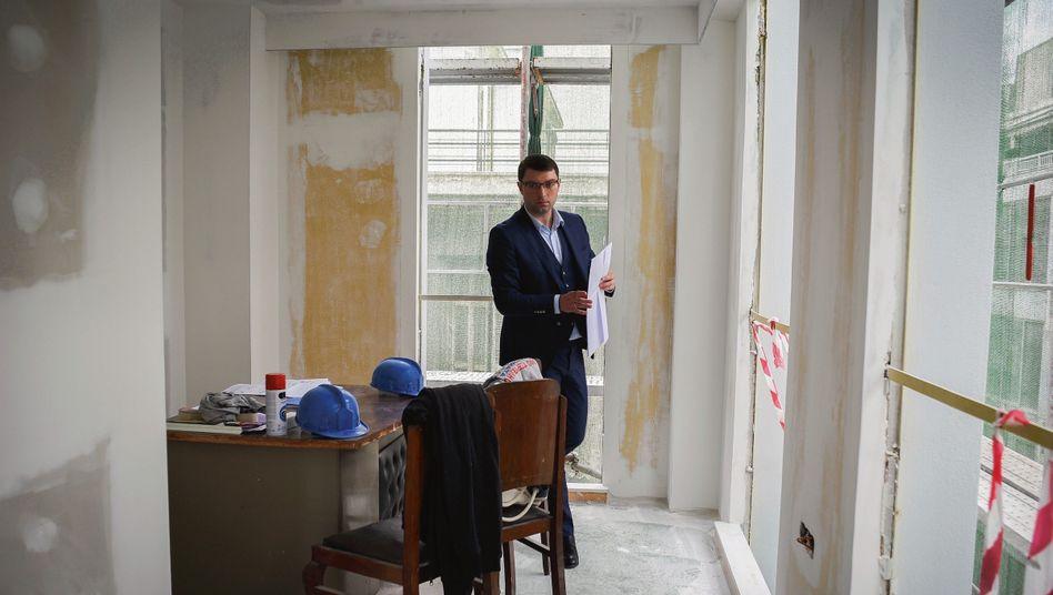 Makler Petridis auf einer seiner Baustellen in Athen: »Die meisten unserer Kunden können ihr Glück kaum fassen«