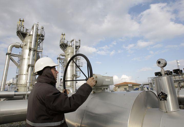 """Arbeiter an einer Gasanlage bei Istanbul (Archiv): """"Von entscheidender Bedeutung für Europas Energiesicherheit"""""""