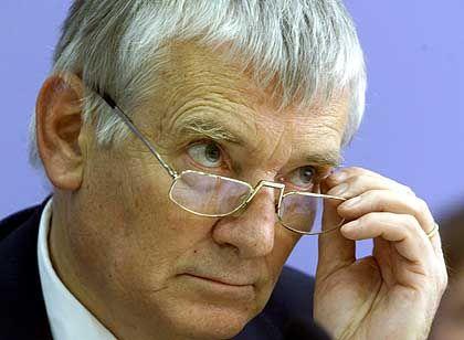 Untergräbt er den Rechtsstaat? Innenminister Otto Schily