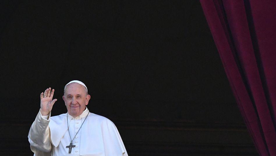 Papst Franziskus auf dem Petersplatz in Rom
