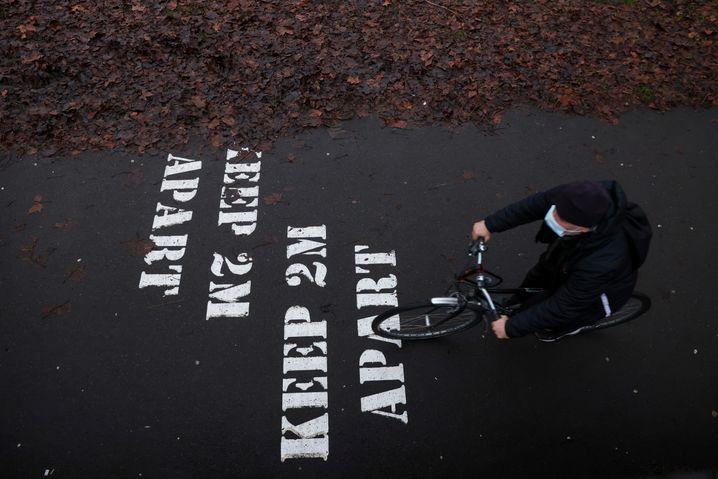 Es ist noch ein weiter Weg für die schwer gebeutelten Briten: Frühestens im März ist eine Aufhebung des Lockdowns in Sicht