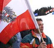 """Haider mit Nationalflagge: """"Jörg, Jörg, du allein - sollst die Quelle des Elends sein"""""""