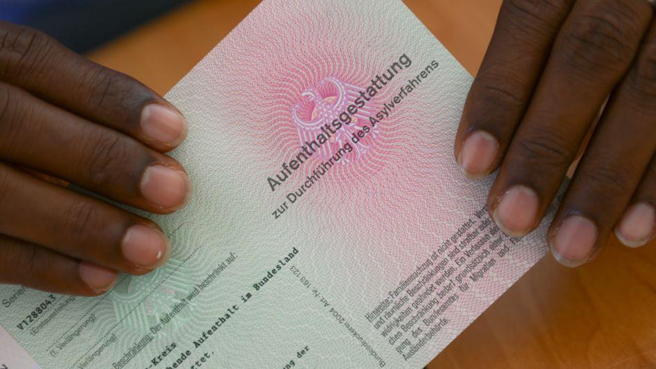 Somalischer Flüchtling mit Aufenthaltsgestattung: Zahl der Ausweisungen sinkt