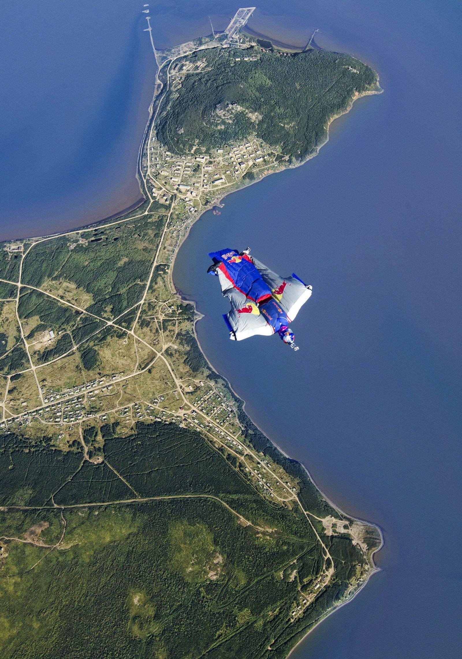 Valery Rozov base jump