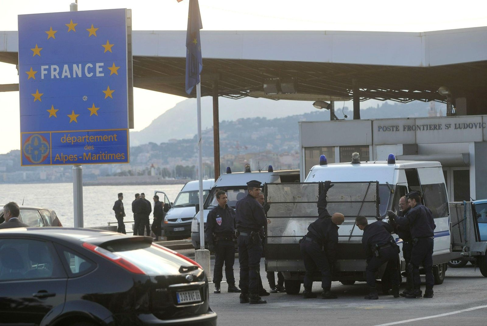 French Police patrols the border point of Ponte San Ludovico, nea