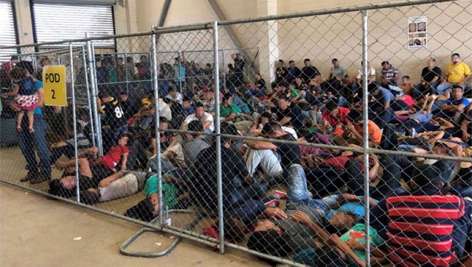 Bild aus einem Video, das die Überfüllung in einem Flüchtlingslager im texanischen McAllen zeigt