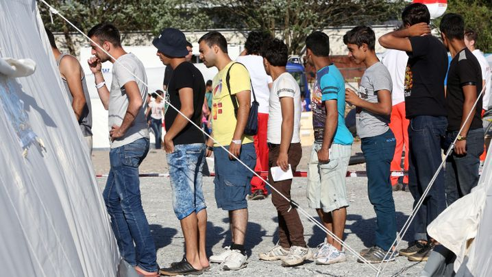 Politik zu Flüchtlingsansturm: Verzweifelt und überfordert