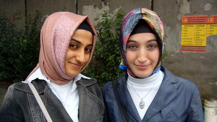 Kopftuch-Debatte in der Türkei: Wie türkische Studentinnen ihr Haupt verhüllen