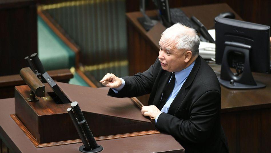 """PiS-Chef Kaczynski bei seiner """"Verräter""""-Rede im polnischen Parlament"""