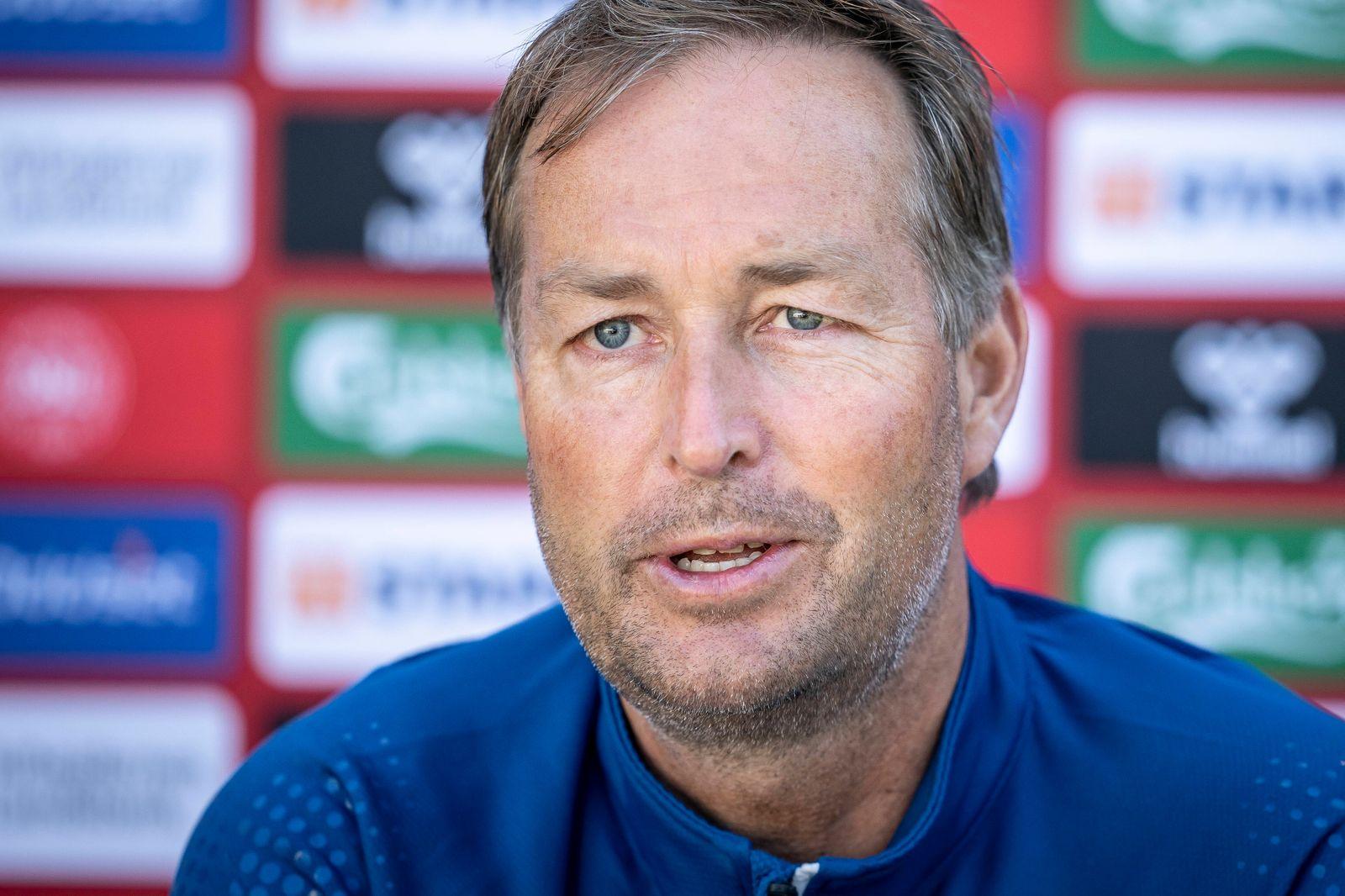 Landstraener Kasper Hjulmand taler med pressen foer landsholdets traening i Helsingoer, tirsdag den 15. juni 2021.. , El