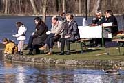 Sonnenbad im Münchner Englischen Garten, 1. Februar 2000: Sieht so der Winter der Zukunft aus?