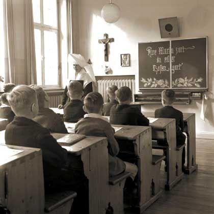 Unterricht in einem Vincenz-Heim in Nordrhein-Westfalen (1955): Jahrzehntelanges Schweigen bricht auf
