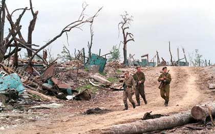 """Russische Soldaten im Dorf Komsomolskoye (März 2000): """"Die haben uns einfach belogen"""""""