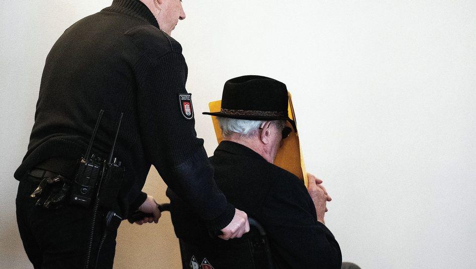 """Angeklagter Ex-SS-Wachmann Bruno Dey: """"Ich sehe keine Schuld bei mir"""""""