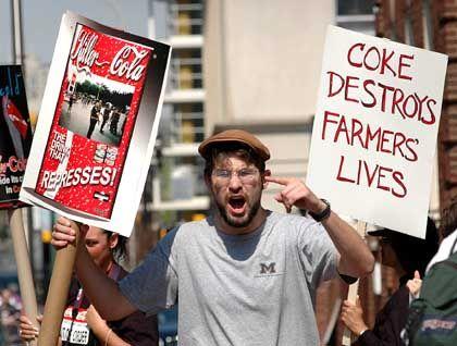 Student Ryan Bates (bei Anti-Cola-Demo in Michigan): Die Automaten bleiben leer