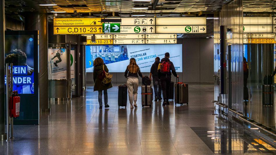 Flughafen Hannover: Reisende aus Großbritannien wurden nach dem Stopp des Flugverkehrs am Sonntagabend aufgehalten