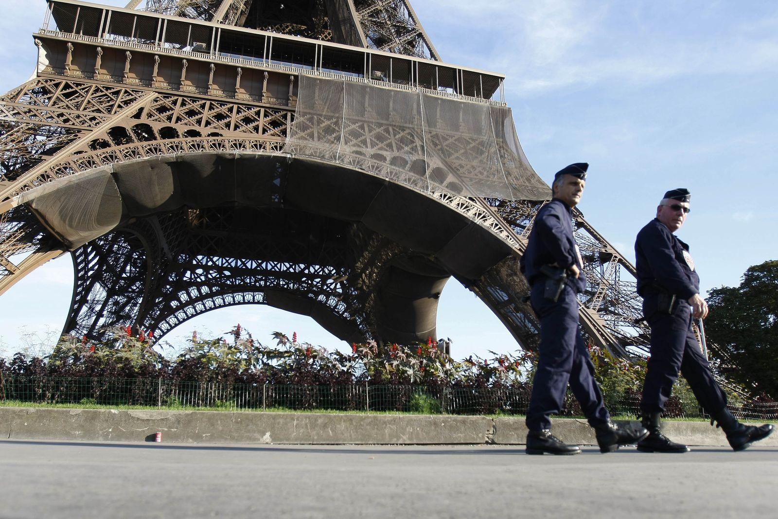 Frankreich / Eiffelturm / Polizei