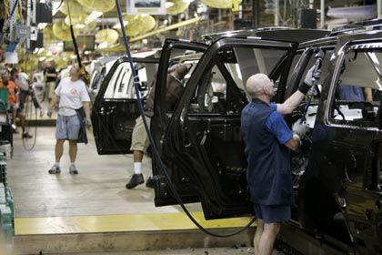 Arbeiter in Detroit (bei Ford): Erste Auswirkungen der Hypothekenkrise auf die Realwirtschaft