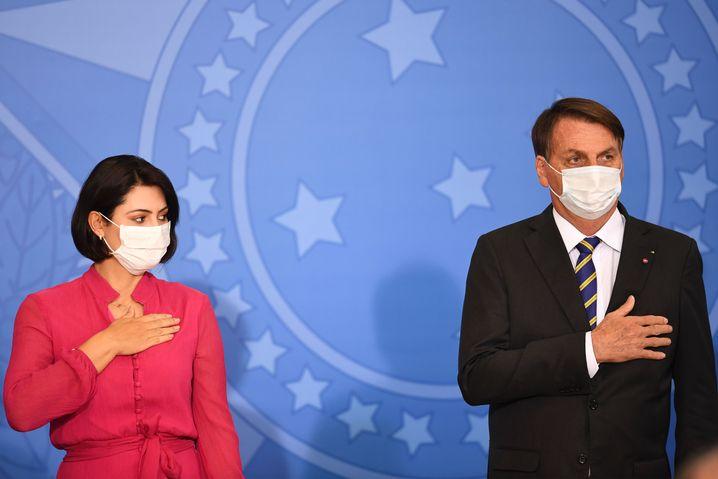 Michelle und Jair Bolsonaro: Auch die Frau des brasilianischen Präsidenten wurde positiv auf Corona getestet