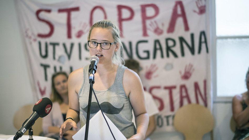 Elin Ersson während einer Pressekonferenz in Göteborg