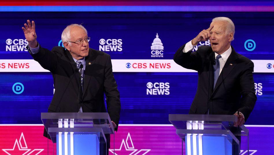 Bernie Sanders (l.) und Joe Biden: Heftige Angriffe gegen den linksgerichteten Favoriten