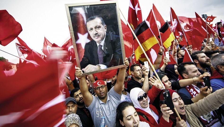 Pro-Erdoğan-Demonstranten in Köln: Grenze überschritten