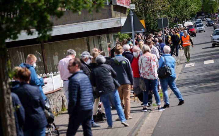 Stundenlanges Warten auf Massen-Impfung in Schleswig-Holstein