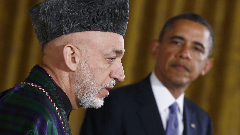 Staatschef Karzai, US-Präsident Obama (Archivbild): Zahlungen in Rucksäcken und Koffern