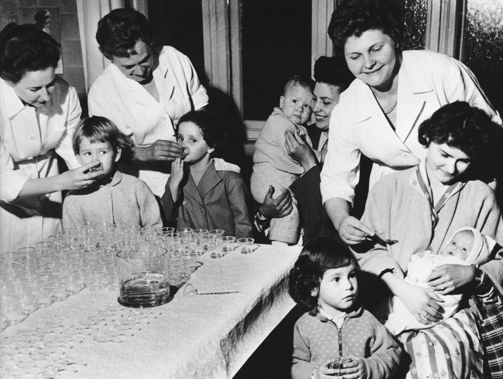 Schluckimpfung gegen Polio (Kinderlähmung)