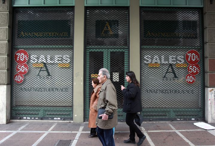 Geschlossenes Geschäft in Athen: Tief in der Krise