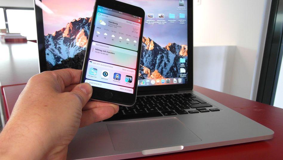 iPhone mit iOS 10 (im Vordergrund)
