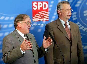 Stiegler (mit Arbeitsmarktexperten Klaus Brandner): Scharfe Angriffe auf das Linksbündnis