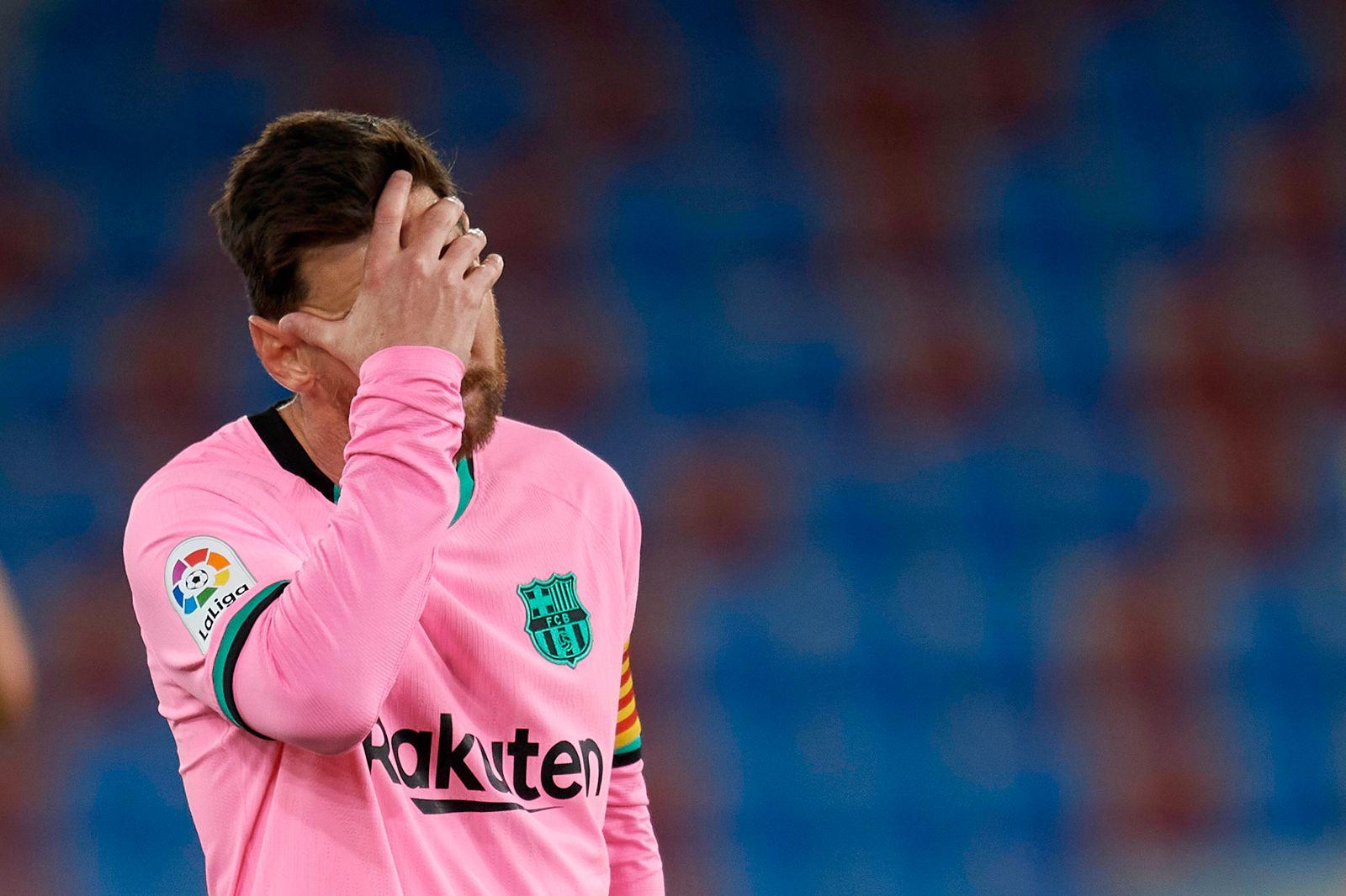 Levante UD v FC Barcelona, Barca - La Liga Santander Lionel Messi of Barcelona head down after conceding Levante s third