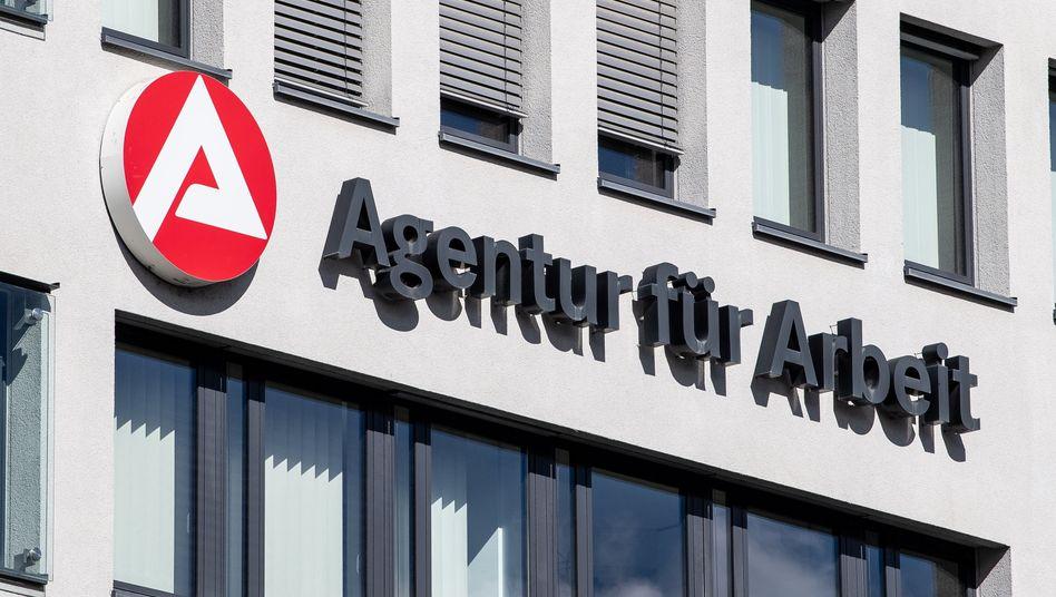 Arbeitsagentur in Stuttgart: Weniger Menschen ohne Job - aber der Rückgang ist nicht so stark wie in den Vorjahren