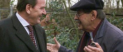 Günter Grass (r.) mit Gerhard Schröder (2000): Skrupel hin, Differenzen her - immer wieder Wahlaufrufe für die SPD