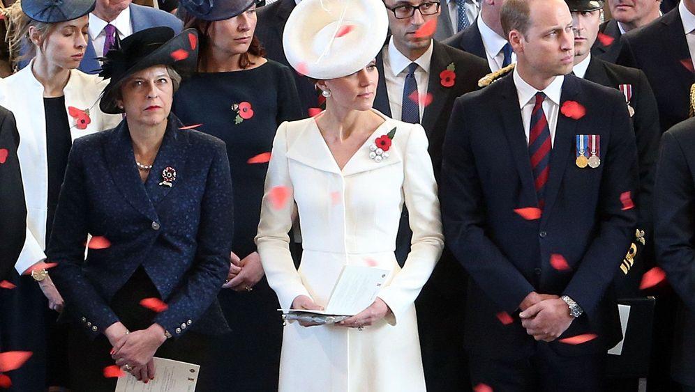 Herzogin Kate bei Gedenkfeier: Das ewige weiße Kleid