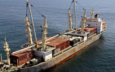 Chinesisches Schiff vor Südafrikas Küste: Waffen an Bord
