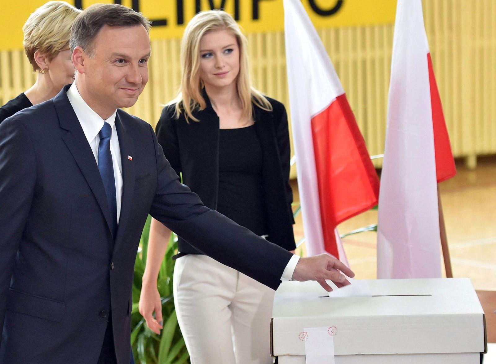 Voting starts in Polish presidential run-off