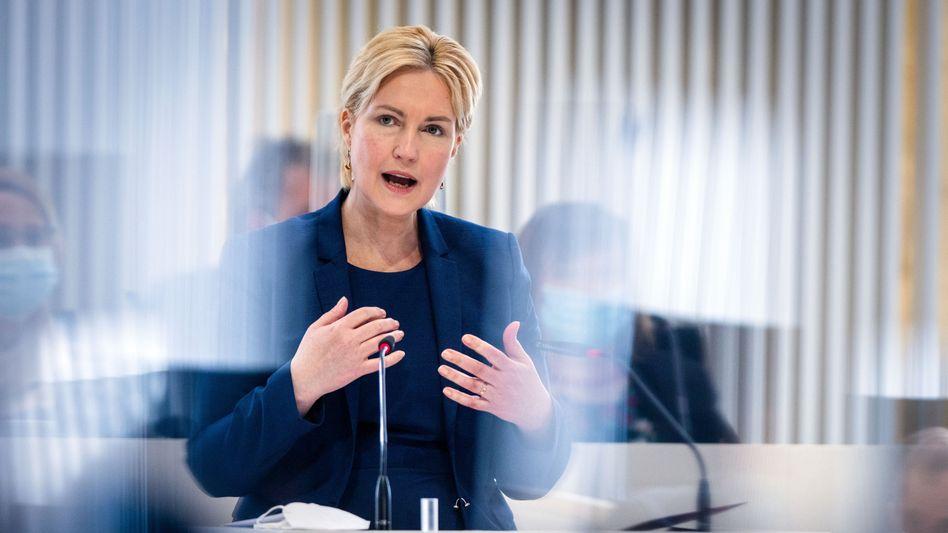 Manuela Schwesig: Das Amt der Ministerpräsidentin hatte sie 2017 während der Legislaturperiode von Erwin Sellering (SPD) übernommen, der schwer an Krebs erkrankt war