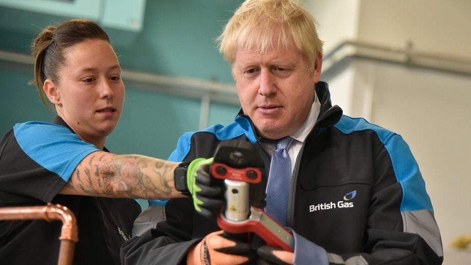 Britischer Premierminister Johnson (r.) bei Gasversorger British Gas
