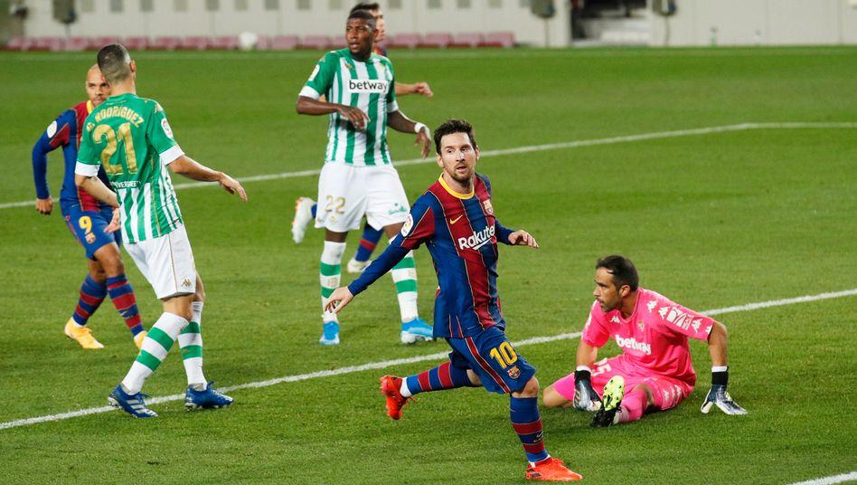 Lionel Messi (2.v.r.) nach dem 4:2