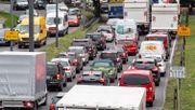 Autofahrer zahlen drauf, Strom wird günstiger