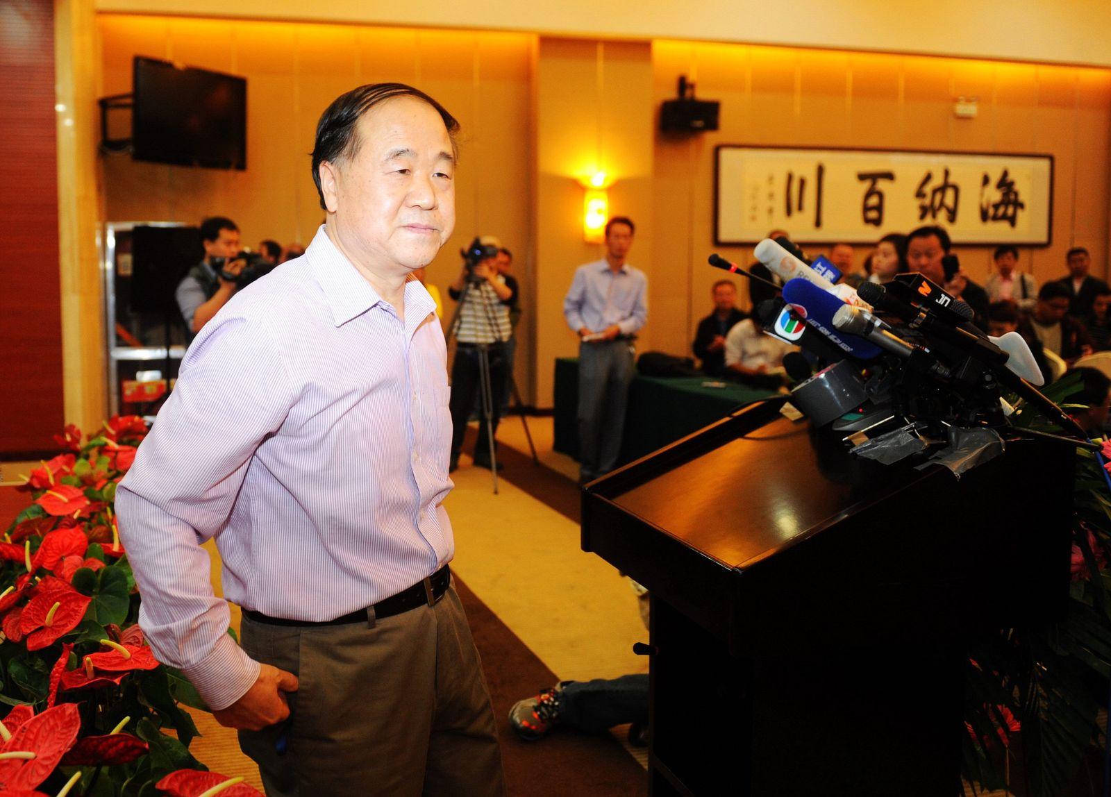 Mo Yan Press Conference in Gaomi