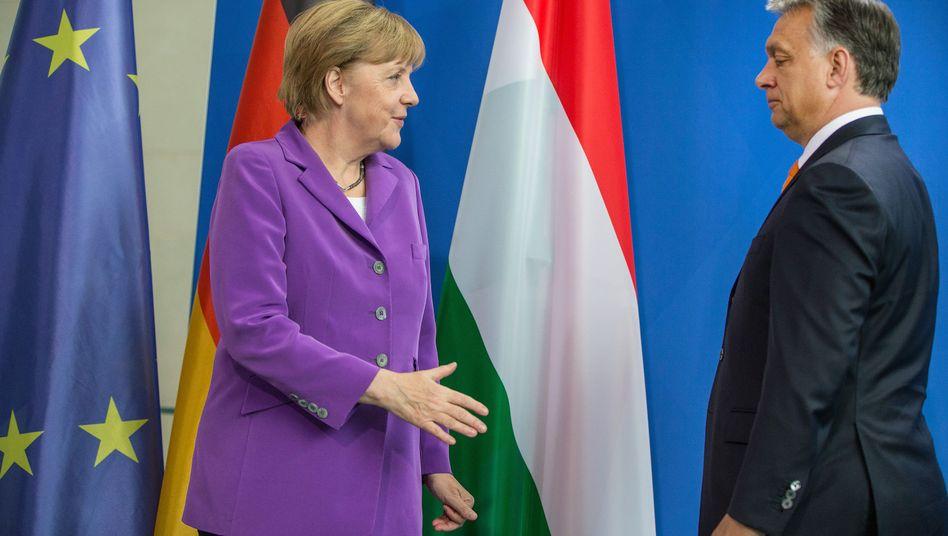 Merkel, Orbán (Archiv): Warum besucht die Kanzlerin den ungarischen Premier?