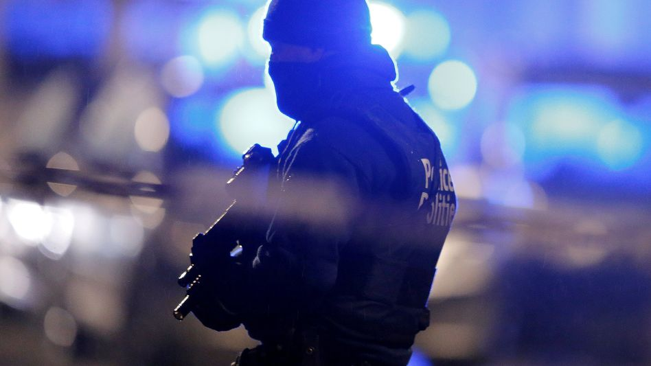Maskierter belgischer Polizist