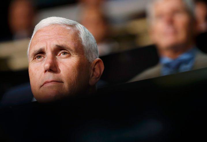 Vize-Präsident Mike Pence wird von vielen Gouverneuren für seinen Einsatz in der Krise gelobt. Er hat an Statur gewonnen.