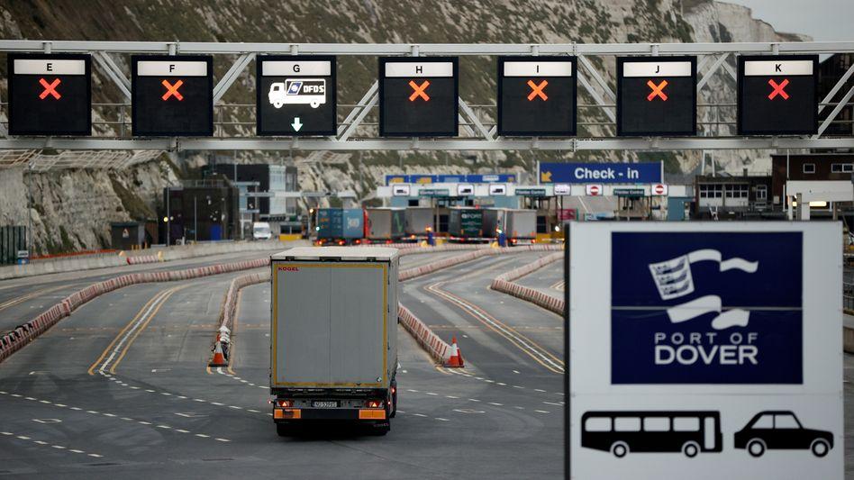 Lkw vor dem Hafen von Dover (am 15. Januar): Der Handel mit Europa ist erheblich komplizierter geworden