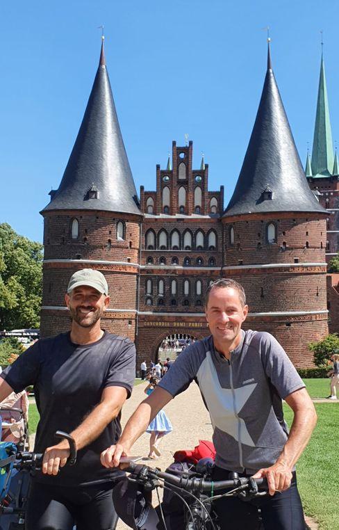 Michaelis war in Schleswig-Holstein mit einem Freund aus München unterwegs – hier am Lübecker Tor