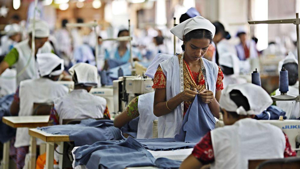 Billig-Kleidung: Textilarbeiter in Bangladesch