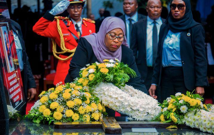 Hassan bei Magufulis Beisetzung: Selbst die Opposition zollt ihr Respekt